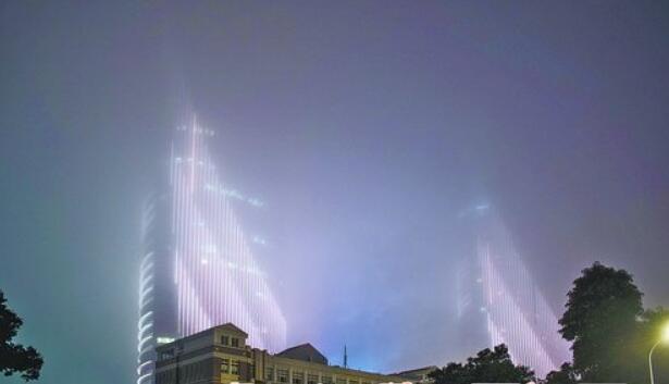 昨晚,沿海地区有雾。