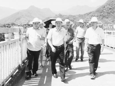 宁德市人大常委会开展《宁德市霍童溪流域保护条例(草案修改稿)》立法调研。陈凌锋摄