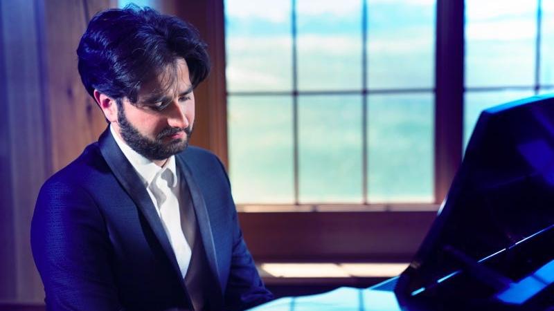 钢琴家朱利安·布鲁科