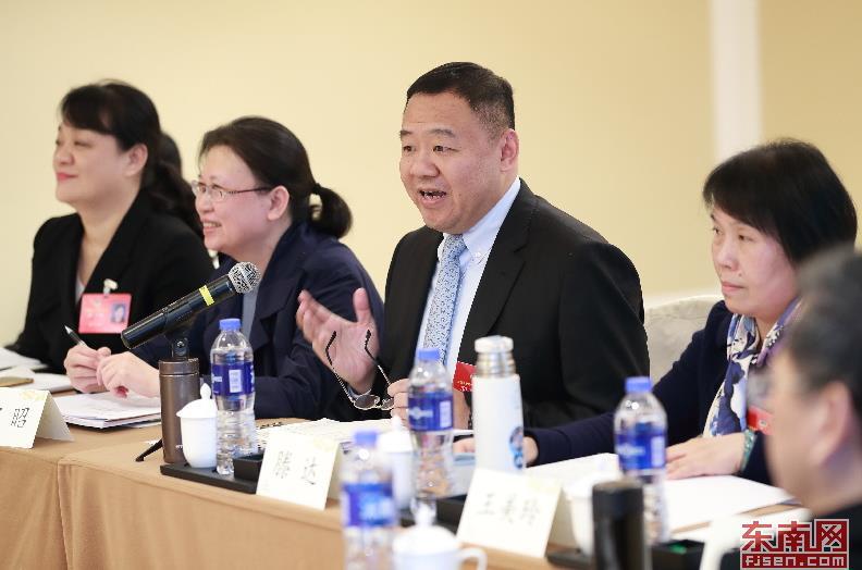 13日下午,滕达委员建议,政府要更加关注技术型企业,合理扶持有创新能力的民营企业。福建日报记者 周明太摄