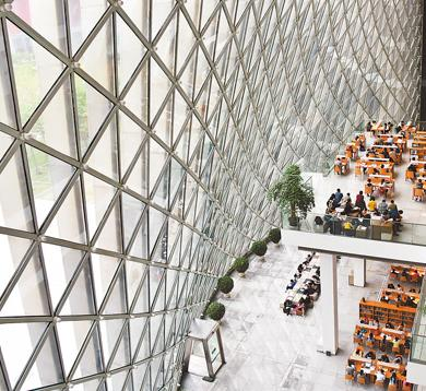 市民在深圳图书馆阅读。   艾瑞克摄(人民视觉)