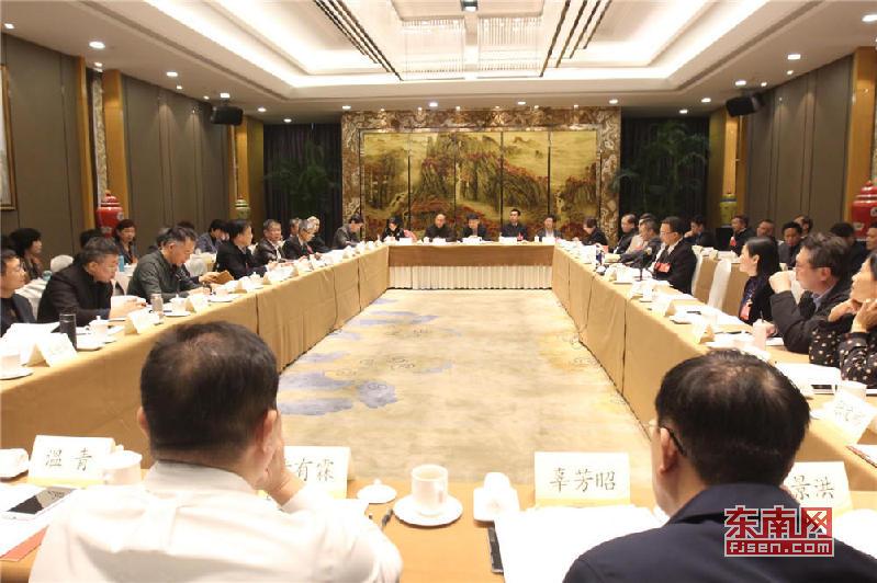 省政协十二届二次会议分组讨论会现场 东南网记者 张立庆摄