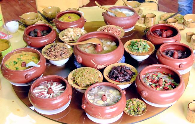 汽锅鸡、烧豆腐、草芽......寻觅云南建水特色美食