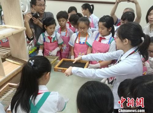 资料图:台湾台南市私立宝仁小学的小学生,赴广州市进行文化参访和交流体验活动中新社记者 郭军 摄