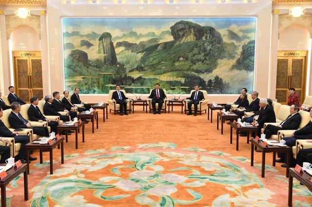 1月28日,习近平、汪洋、韩正等在北京人民大会堂同党外人士欢聚一堂,共迎佳节。 新华社记者 饶爱民 摄