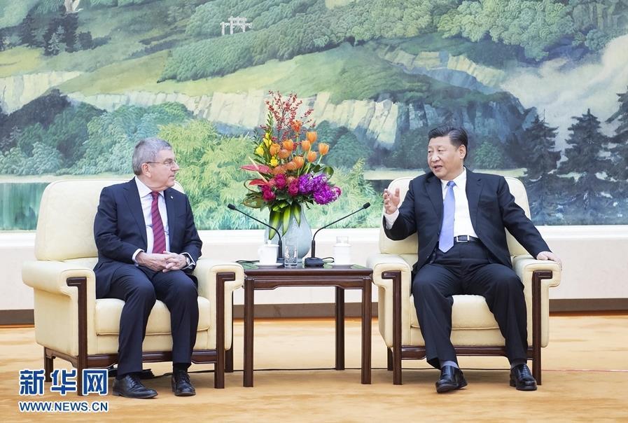 1月31日,国家主席习近平在北京人民大会堂会见国际奥林匹克委员会主席巴赫。 新华社记者 李涛 摄