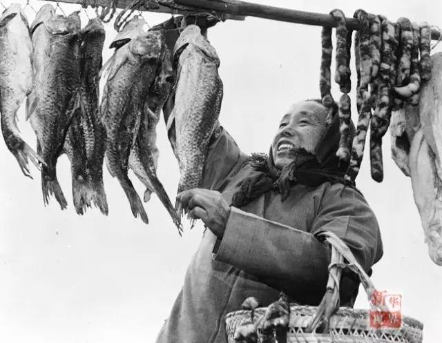 ↑1984年,江苏兴化县昌荣乡农户准备年货。