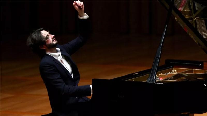 法国钢琴家朱利安·布鲁科