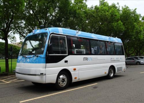 """图为台湾""""工研院""""研发的无人驾驶巴士。(图:台湾《联合报》/新北市交通局 提供)"""