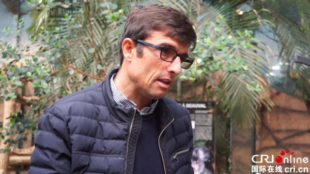 动物园园长德洛尔接受中国国际广播电台记者采访