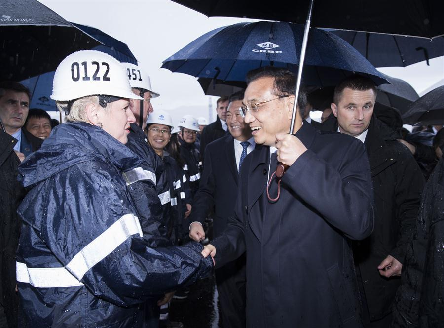 Chinese Premier Li Keqiang (R, front) talks with technicians at the construction site of Peljesac Bridge being built by a Chinese consortium, during a visit with his Croatian counterpart Andrej Plenkovic on the Peljesac Peninsula in southern Croatia, April 11, 2019. (Xinhua/Huang Jingwen)