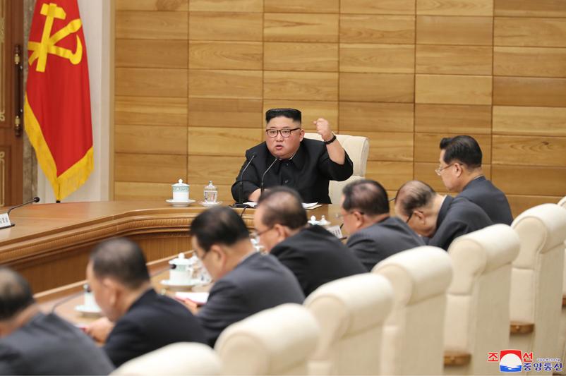 4月9日,金正恩主持朝鲜劳动党中央政治局扩大会议