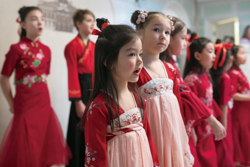 2019年2月2日,在俄罗斯莫斯科市郊的中共六大会址常设展览馆举办的新春联谊会上,中俄青少年合唱歌曲,共同庆祝中国农历新年。
