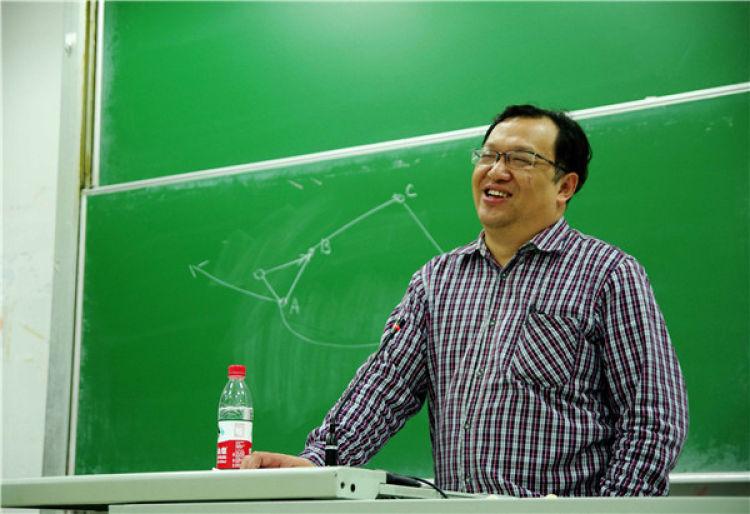 钟扬在复旦大学讲课(2014年5月5日摄)。 新华社发