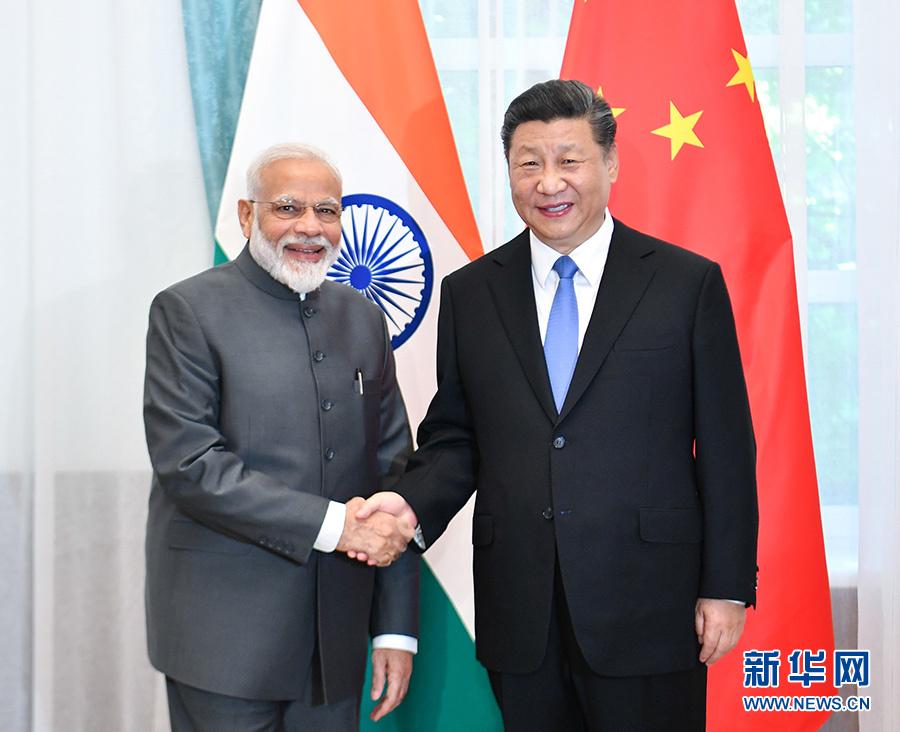 6月13日,国家主席习近平在比什凯克会见印度总理莫迪。 新华社记者 殷博古 摄