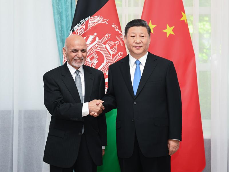 6月13日,国家主席习近平在比什凯克会见阿富汗总统加尼。