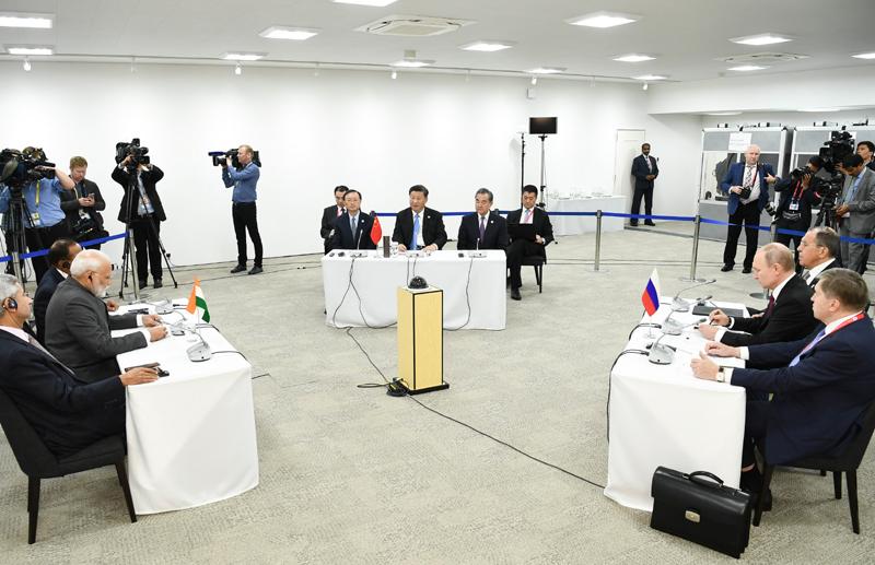 6月28日,国家主席习近平在大阪出席中俄印领导人会晤,同俄罗斯总统普京、印度总理莫迪就当前国际形势、重大国际和地区问题、三方合作深入交换意见。新华社记者 谢环驰 摄