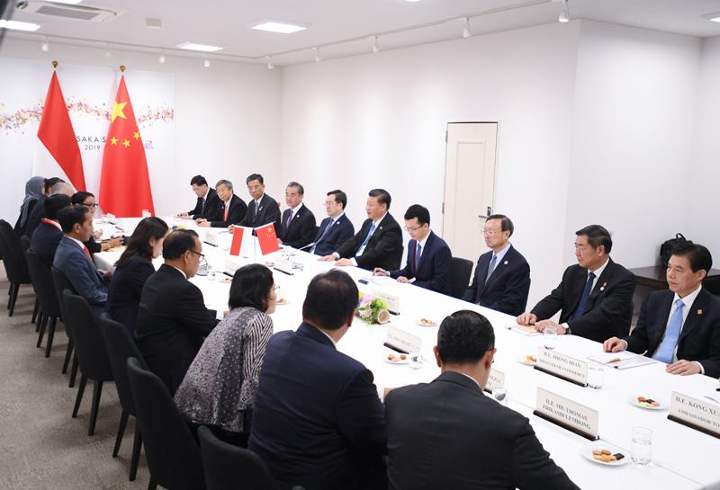 6月28日,国家主席习近平在大阪会见印度尼西亚总统佐科。新华社记者 燕雁 摄