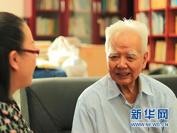 中国人民大学法学院教授,中国刑法学研究会名誉会长高铭暄接受本网专访。(单博文/摄)
