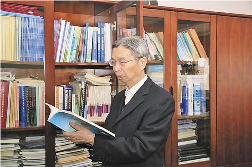 中国科学院院士陈俊武。