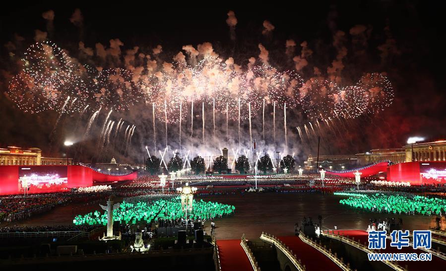 10月1日晚,庆祝中华人民共和国成立70周年联欢活动在北京天安门广场举行。新华社记者 兰红光 摄