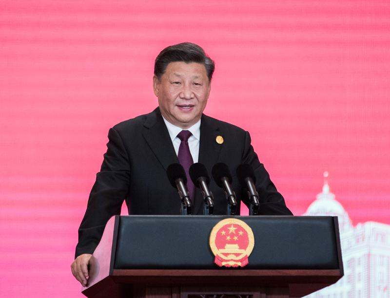 11月4日晚,国家主席习近平和夫人彭丽媛在上海和平饭店举行宴会,欢迎出席第二届中国国际进口博览会的各国贵宾。这是习近平发表致辞。新华社记者 王晔 摄
