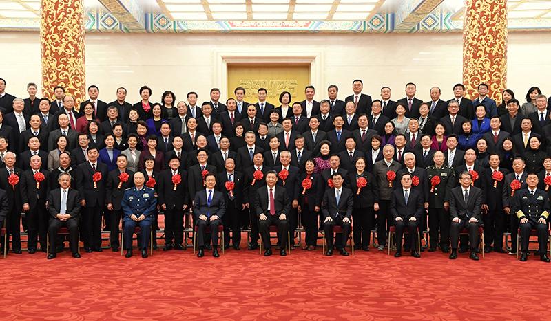 12月16日,党和国家领导人习近平、王沪宁、韩正等在北京人民大会堂会见全国离退休干部先进集体和先进个人代表。新华社记者 饶爱民 摄