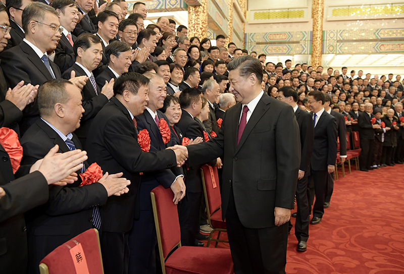 12月16日,党和国家领导人习近平、王沪宁、韩正等在北京人民大会堂会见全国离退休干部先进集体和先进个人代表。新华社记者 李学仁 摄