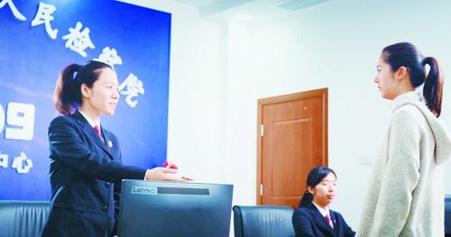 集美區人民檢察院12309檢察服務中心接待來訪群眾。