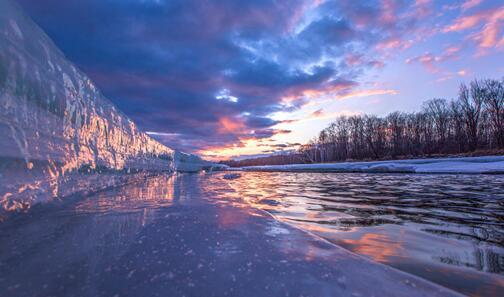 冰河-黑龙江呼中国家级自然掩护区(摄影 吴岩峰)