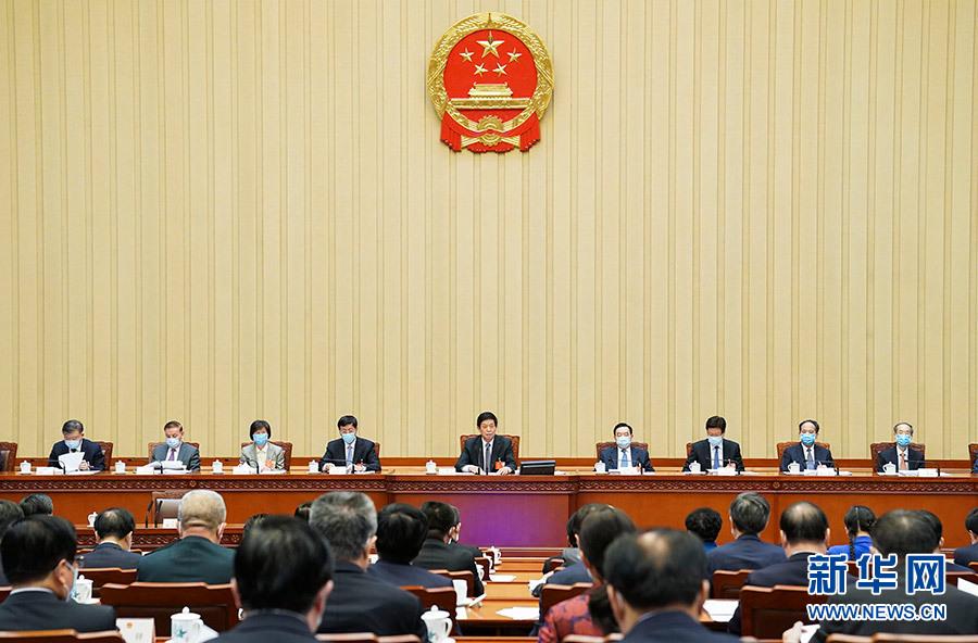5月27日,十三届全国人大三次会议主席团在北京人民大会堂举行第三次会议。主席团常务主席栗战书主持会议。 新华社记者 黄敬文 摄