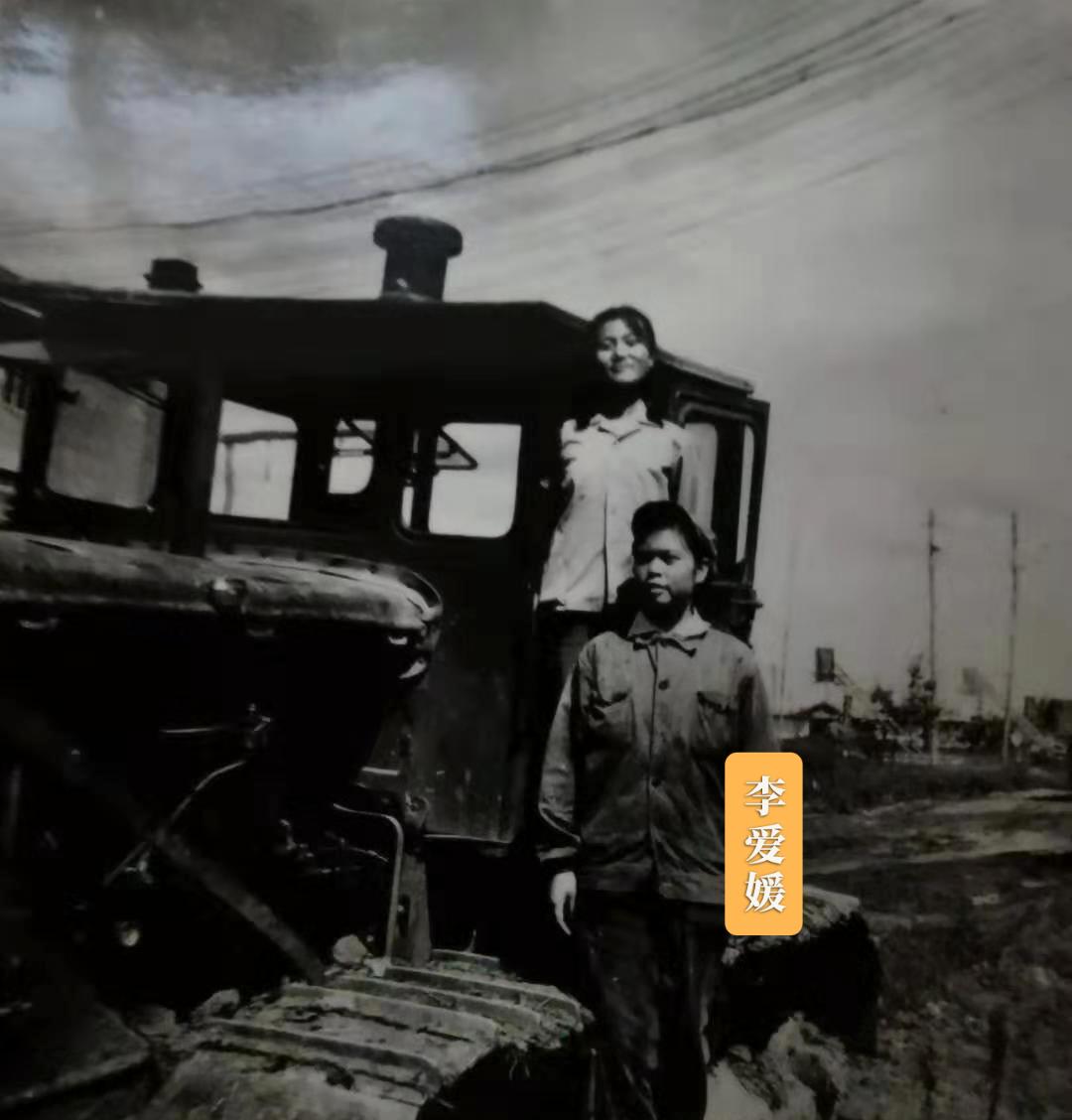 李爱媛曾经是一名光荣的女拖拉机手