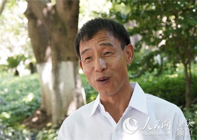 """【你笑起来真好看】小山村里的""""种植大王"""""""