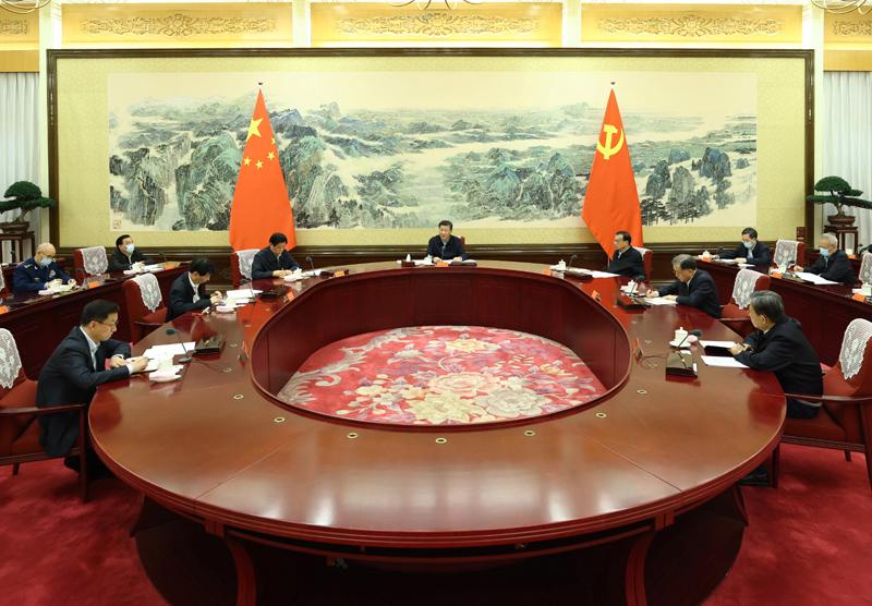 12月24日至25日,中共中央政治局召开民主生活会,中共中央总书记习近平主持会议并发表重要讲话。新华社记者 鞠鹏 摄