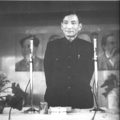 图为建国初期的陈云。