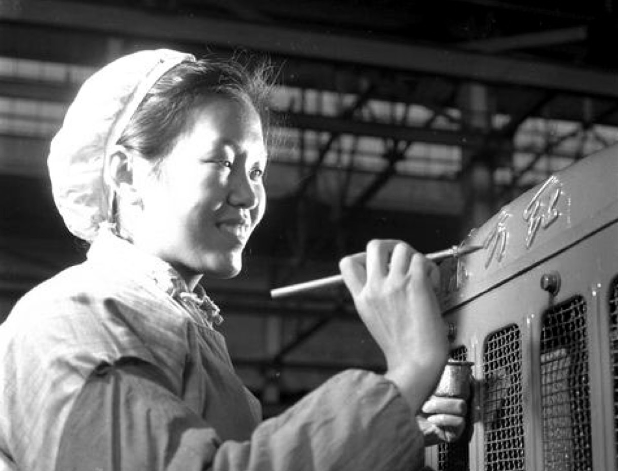 """△""""描金""""是其时""""东方红""""拖拉机出产的一道非凡工艺"""