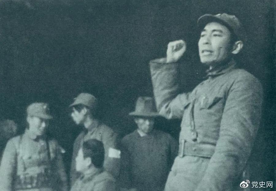 1939年2月23日,周恩来到皖南新四军军部,传达中央关于新四军向北向敌后发展的方针。