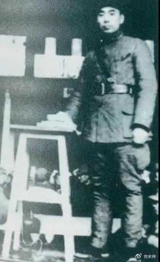 1939年3月10日,周恩来为新四军排以上干部作题为《目前形势与新四军任务》的报告。
