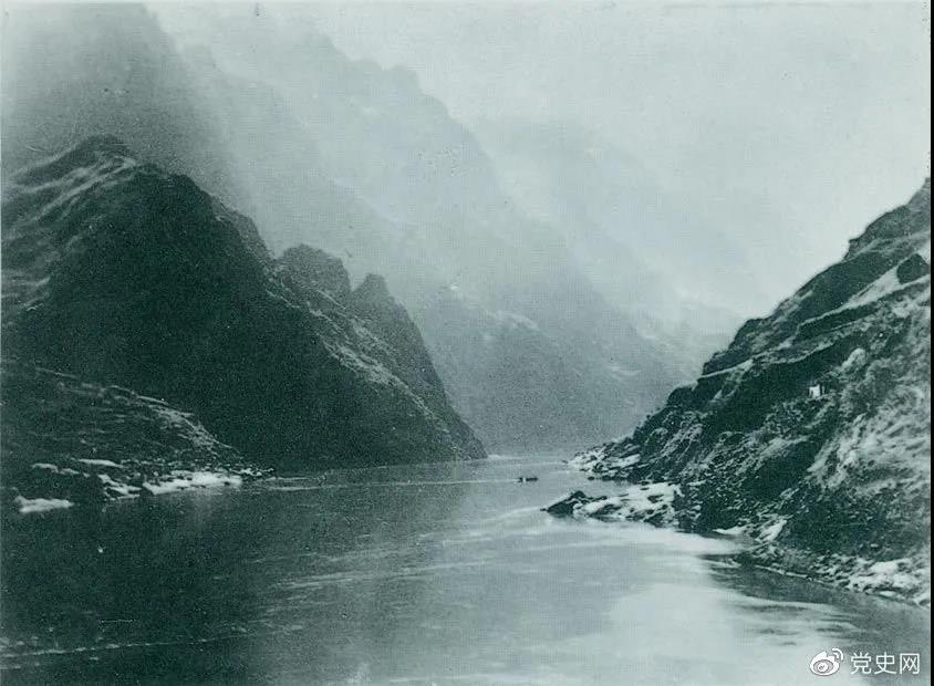 1935年3月中旬,红军三渡赤水,再次入川。随后,又出奇不意地于3月21日四渡赤水,佯攻贵阳,然后又向西北方向急进。图为赤水河。