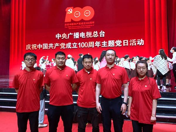 參加宣誓活動的中央新影集團新黨員代表