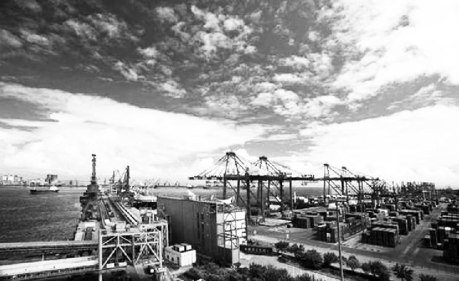 从产业结构来看,中国三大部门发展均衡性明显高于