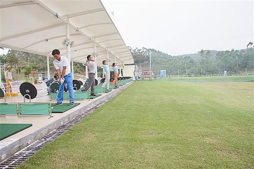 江山半岛国际高尔夫俱乐部每天吸引不少国内外游客