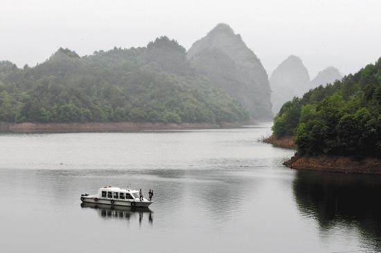 4月20日,南丰县国家湿地公园——仙人湖风景区波光粼粼,山水一色