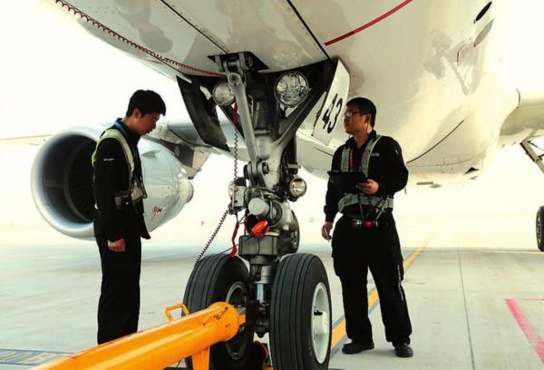 西安咸阳国际机场停机坪上