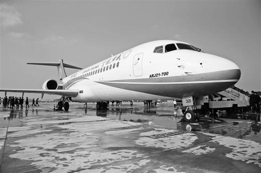 国产新支线客机arj21交付