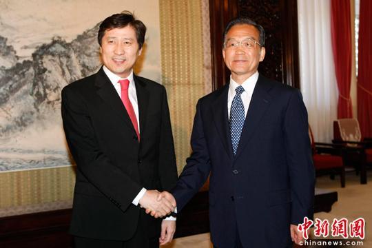 PremierWenJiabaometvisitingMongolianPrimeMinister,Sukh-baa-tarynBatbold,inBeijing.
