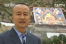 Crowds gather for Buddhist Exhibition in Tibet
