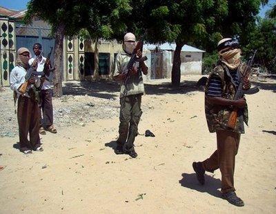 SomalimilitantspatrolastreetinMogadishu,2009.IslamistmilitantsseizedSomalia'sporttownandmajorpiratehubofHarardhere,residentssaid,raisingconcernsforthreeinternationalshipsand60crewheldthere.(AFP/File/MustafaAbdi)