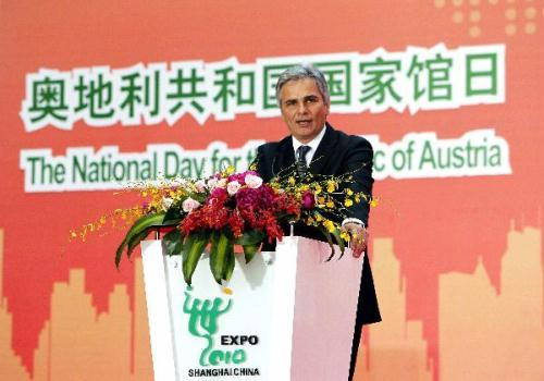 Austrian Prime Minister Werner Faymann addresses a ceremony celebrating the National Pavilion Day for Austria, in the World Expo park in Shanghai, east China, May 21, 2010. (Xinhua/Liu Ying)