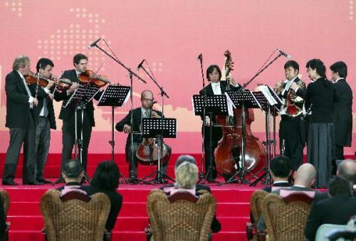 Chinese and Austrian musicians perform during an activity celebrating the National Pavilion Day of Austria, in the World Expo park in Shanghai, east China, May 21, 2010. (Xinhua/Liu Ying)
